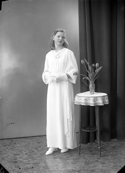 "Enligt fotografens journal nr 6 1930-1943: ""Andersson, Helmy Stenungsund""."