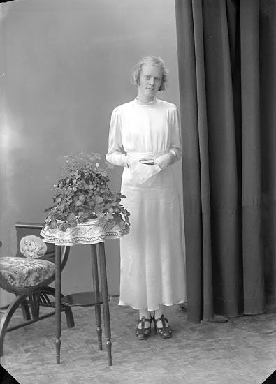 """Enligt fotografens journal nr 6 1930-1943: """"Andersson, Birgit Stripplekärr Här""""."""