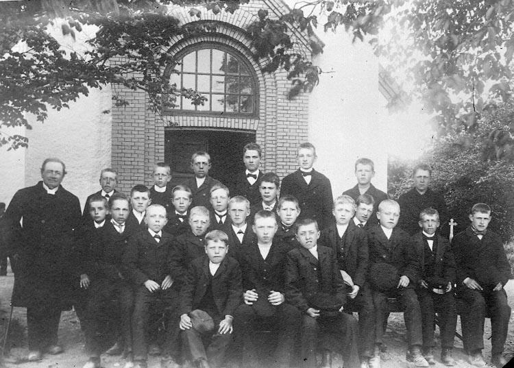 """Enligt fotografens journal nr 2 1909-1915: """"Läsbarnen i Solberga Ringius""""."""