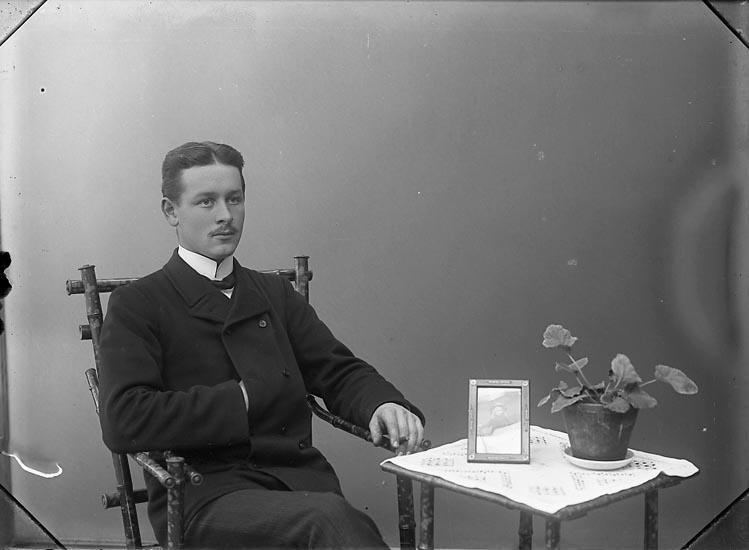 """Enligt fotografens notering: """"Lennart Enander Halleby Jörlanda""""."""