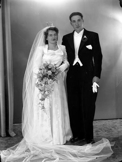 "Enligt fotografens journal nr 7 1944-1950: ""Karlsson, Fru Aina, Losbo, Nösund""."