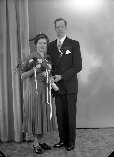 """Enligt fotografens journal nr 8 1951-1957: """"Svensson, Herr Axel, Stenung, Stenungsund""""."""