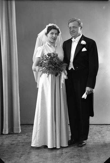 "Enligt fotografens journal nr 8 1951-1957: ""Berntsson, Herr Lennart Ödsmål""."