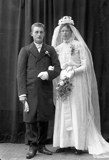"Enligt fotografens journal nr 2 1909-1915: ""Johansson, Hilde Ö. Skår, Svenshögen""."