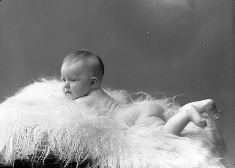 "Enligt fotografens journal nr 6 1930-1943: ""Wallin, Inger Stenungsund""."