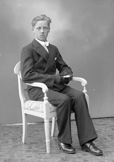 """Enligt fotografens journal nr 6 1930-1943: """"Karlsson, Bengt Lasshammar Här""""."""