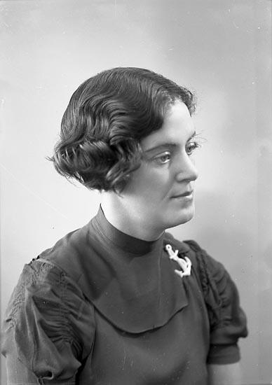 """Enligt fotografens journal nr 6 1930-1943: """"Andersson, Margareta Furufjäll""""."""
