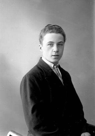"""Enligt fotografens journal nr 6 1930-1943: """"Andersson, Arne Lasshammar Här""""."""