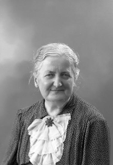 "Enligt fotografens journal nr 6 1930-1943: ""Rothlin, Fr. Ingeborg adr. Fr. Asta Pettersson""."
