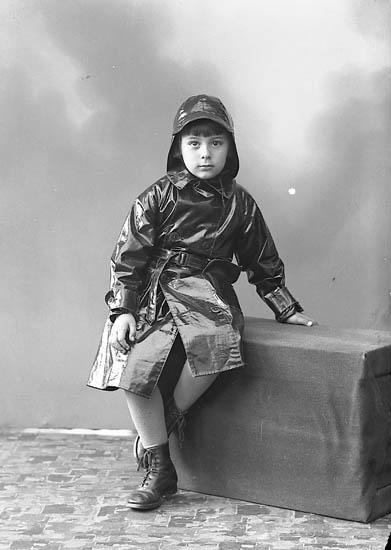 """Enligt fotografens journal nr 6 1930-1943: """"Aspegren, Lennart Solbacka, Stenungsön""""."""