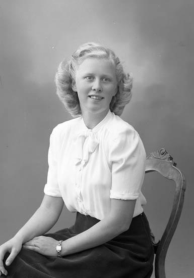 "Enligt fotografens journal nr 7 1944-1950: ""Eklöf, Fr. Brita adr. Lindqvists kond""."