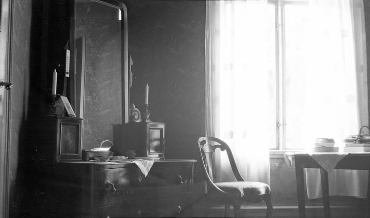 """Enligt fotografens journal nr 6 1930-1943: """"Hedström, Fr. Inger Varekil""""."""