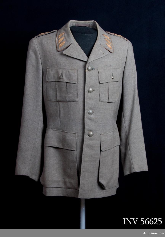 Grupp C I. Vapenrock m/1939 för generallöjtnant och chef vid  HM Konungens stab.