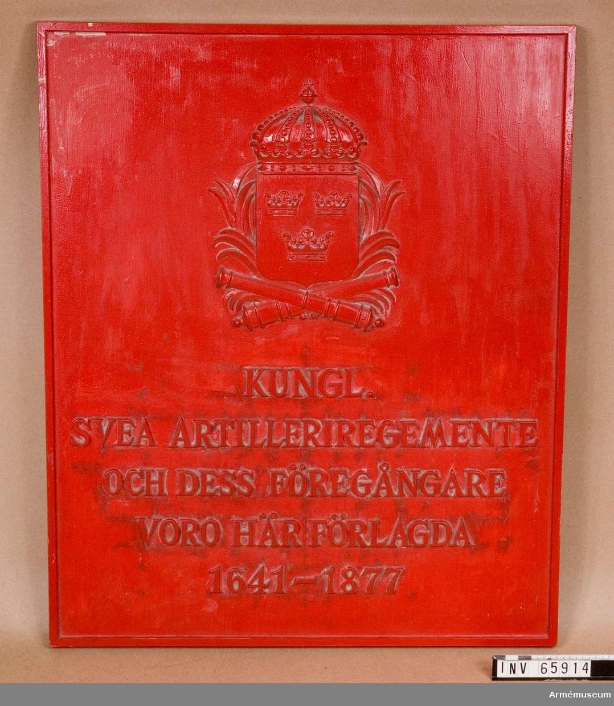 """Grupp M V.  Modell i trä till minnestavla över """"Kungliga Svea artilleri regemente och dess föregångare voro här förlagda 1641-1877"""". Originalet monterat på Artillerigården, västra flygeln våren 1965."""