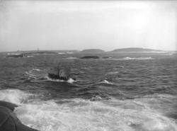 Smögens livräddningsbåt passerar Kleven 1921