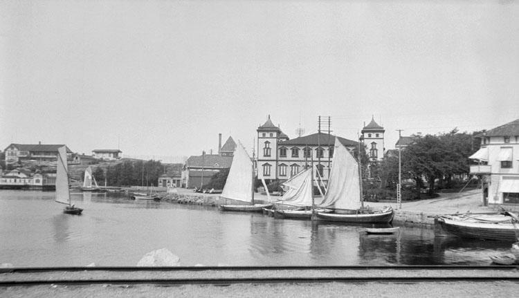 """Enligt senare noteringar: """"Utsikt från stationen. 24 Augusti 1920."""""""