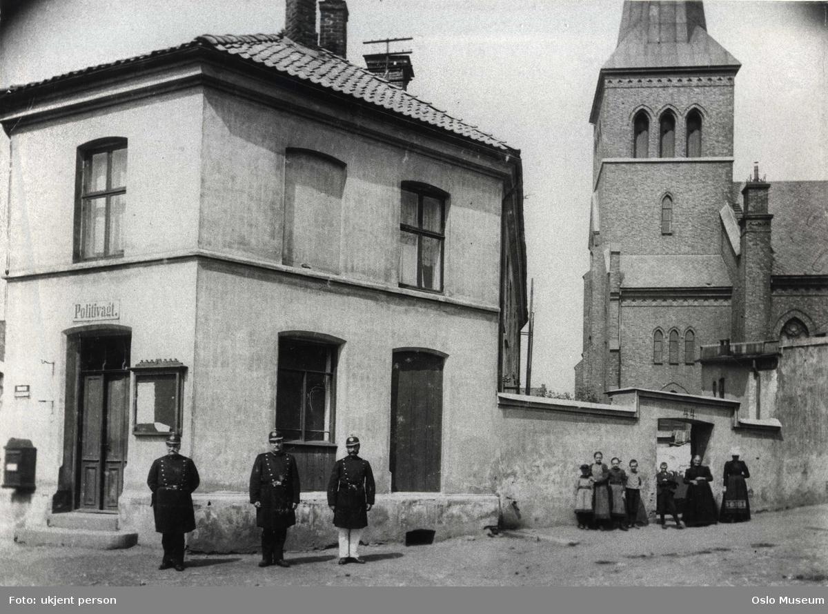 Kampen politistasjon, bygård, politikonstabler, kvinner, barn, Kampen kirke