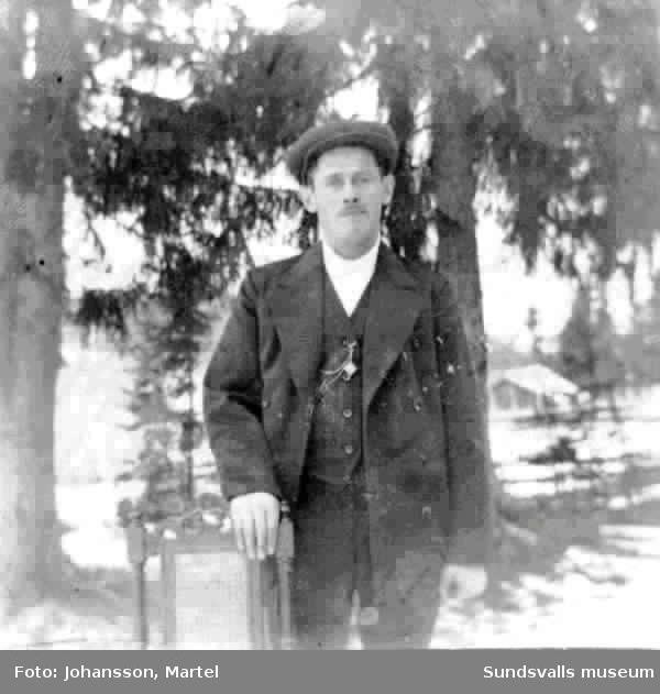 Frans Vejderman från Attmar sn. Flyttade senare till Örebro där han var stor bussbilägare. Enligt uppgift av I.M.