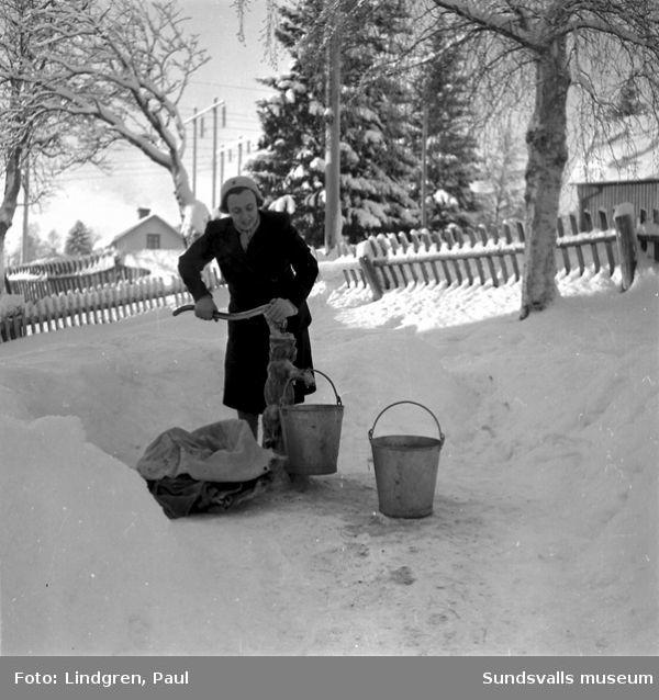 Vattenfrågor. Vattenhämtning i Sidsjö- Böle.