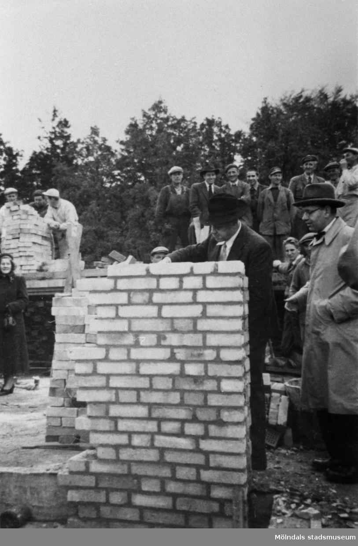 Symbolisk murning vid Lackarebäckshemmets byggnad i Mölndal.