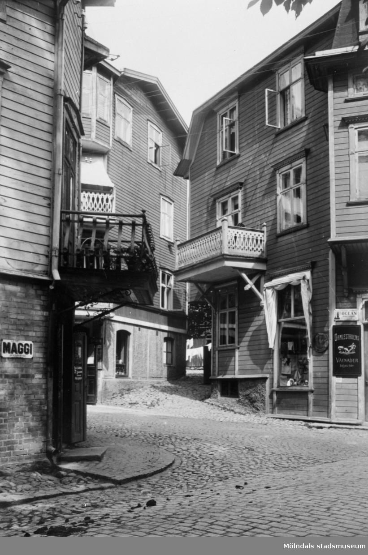 Kvarnbygatan/Trädgårdsgatan i Mölndal. I högerhörnet syns Anna Colssons manufaktur.
