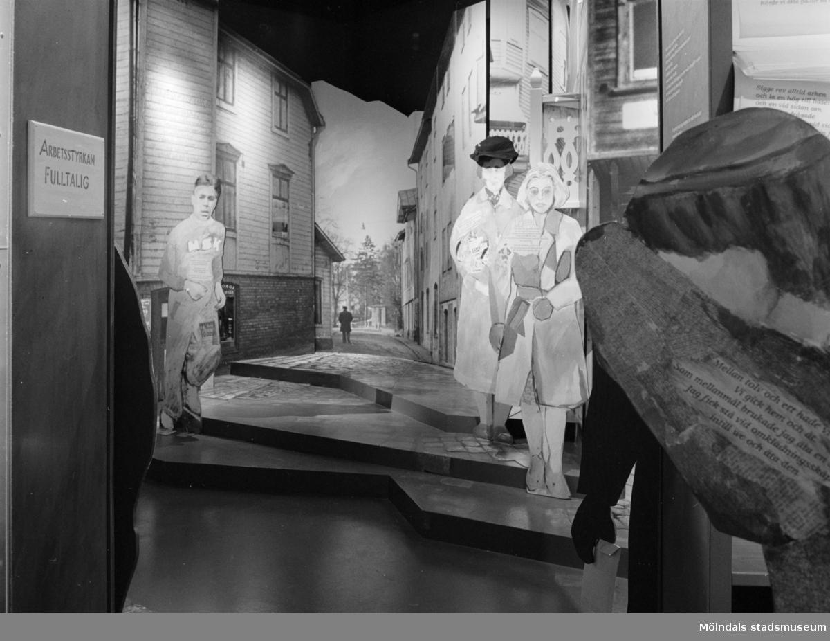 """Utställningen """"Andra skiftet går på"""" med Papyrus historia som var en del av Mölndals museums basutställning t.o.m. år 2001."""