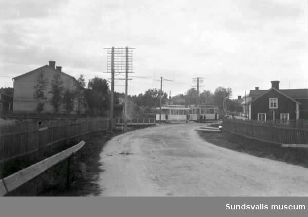 Bild 1. Spårvagn på Esplanaden. Hållplatsen med väntande vid Vängåvan. Bild 2. samt 3.  Skönsmon (Linds affär i bakgrunden?) Bild 4. Spårvagn på Storgatan vid korsningen till Esplanaden.