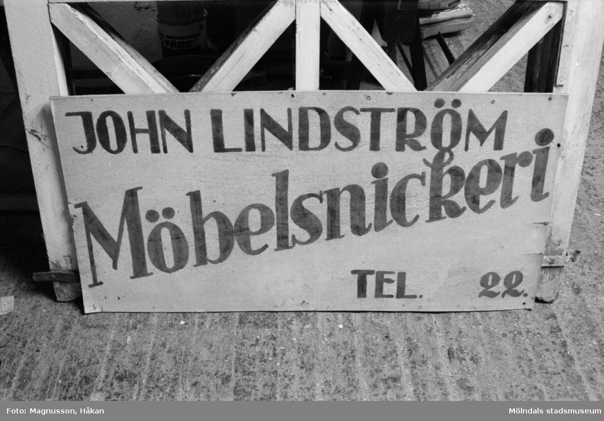 John Lindströms möbelsnickeri. Backen 2:10 i Kållered år 1990.