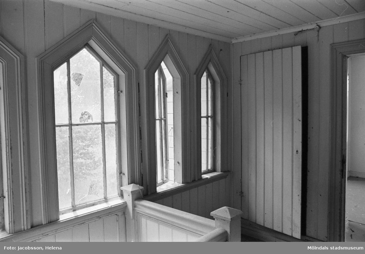 Roten K 1 i Mölndals Kvarnby. Bostadsinteriör. Säregen fönsterkonstruktion.