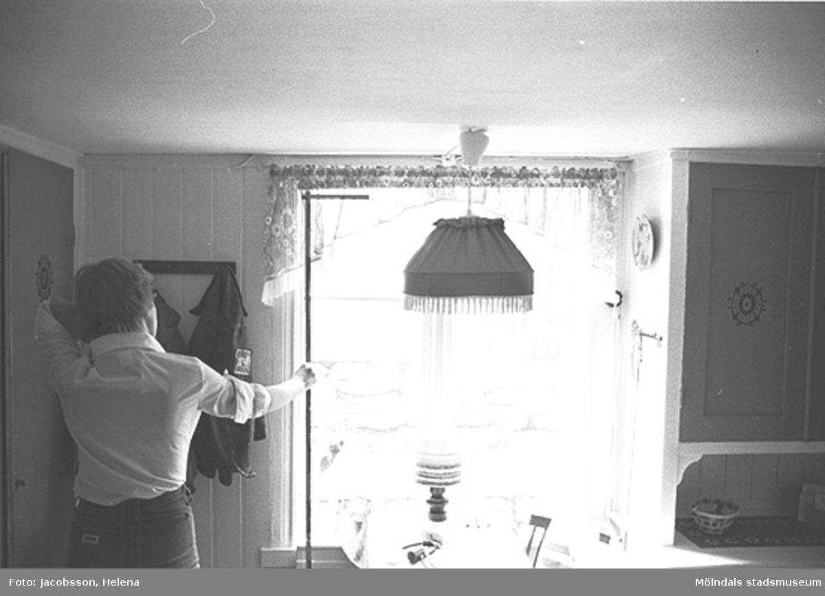 Interiör i bostadshus på Roten M 33 i Mölndals Kvarnby, 1972.