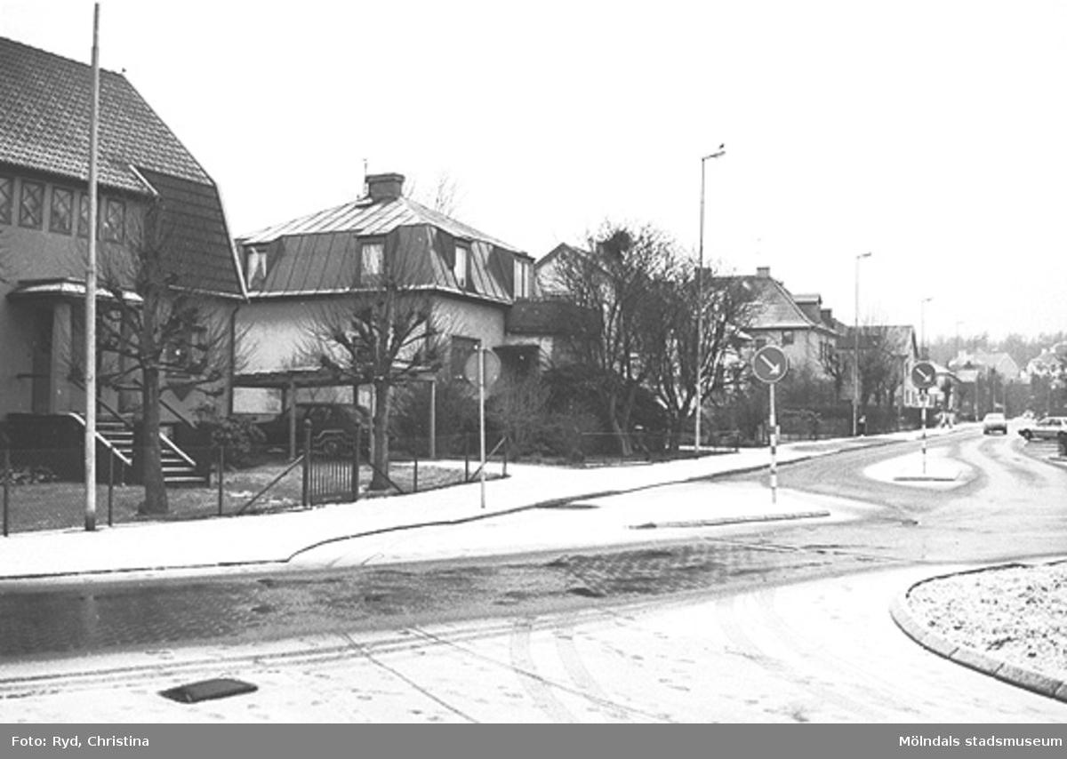 Några hus vid Barnhemsgatan i Broslätt. Bilden är tagen under 1990-talet.