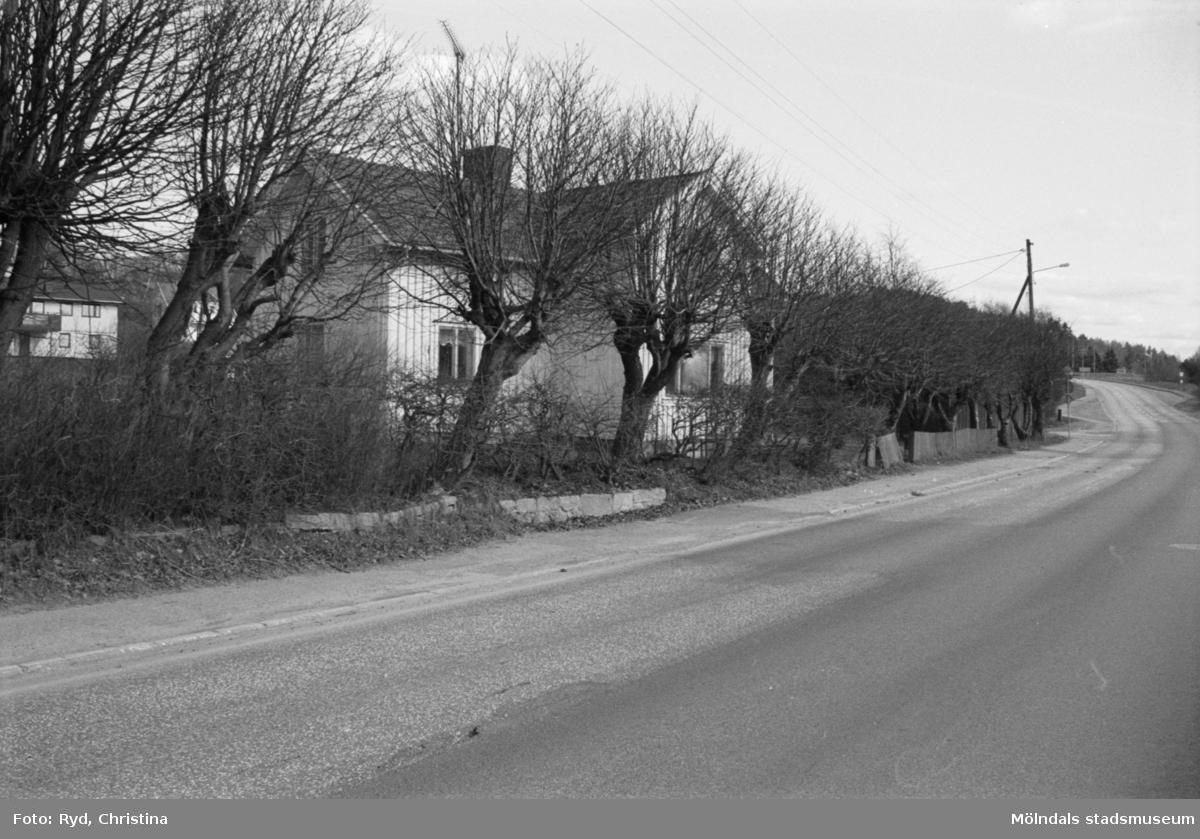 Byggnadsdokumentation av ett bostadshus på Gamla Riksvägen 125 i Kållered, 1992.
