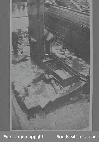 Hjälparen II vid Hovid under bärgning vid jultid 1933-34