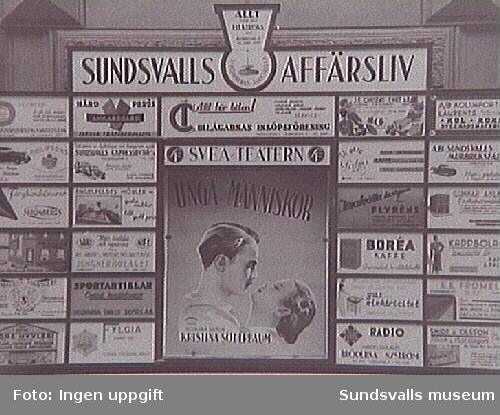 Skyltskåp för Svea-Teatern vid Hotell Knaust.
