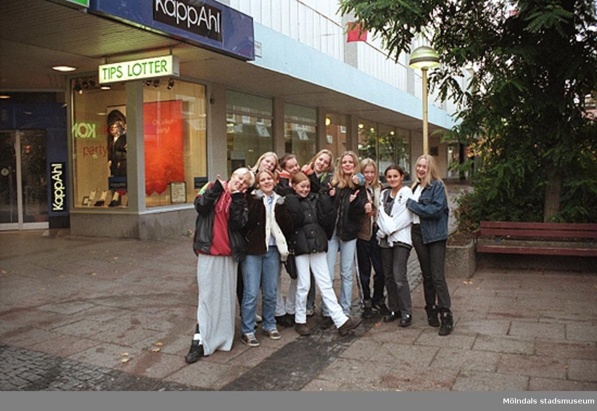 MMF1996:1299-1300 Åbyskolan 8A grupp 3.MMF1996:1300-1319 Åbyskolan 8A grupp 4.MMF1996:1320-1323 Åbyskolan 8A grupp 5.Se även MMF 1996:0913-0940.