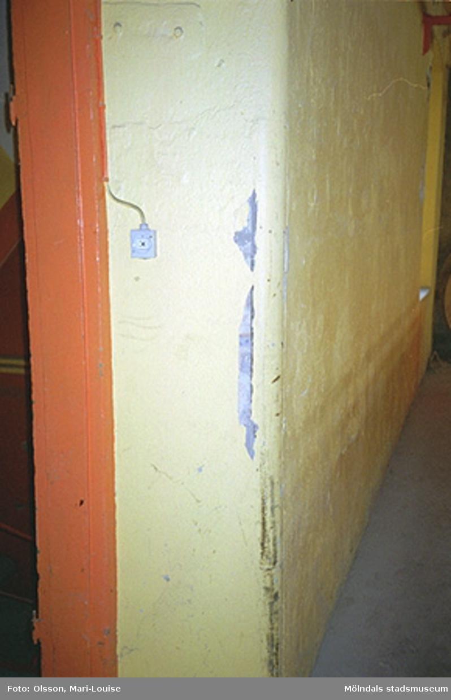 Miljödetaljer och interiörbilder från okänd byggnad vid Strömområdet, 1995-05-03.