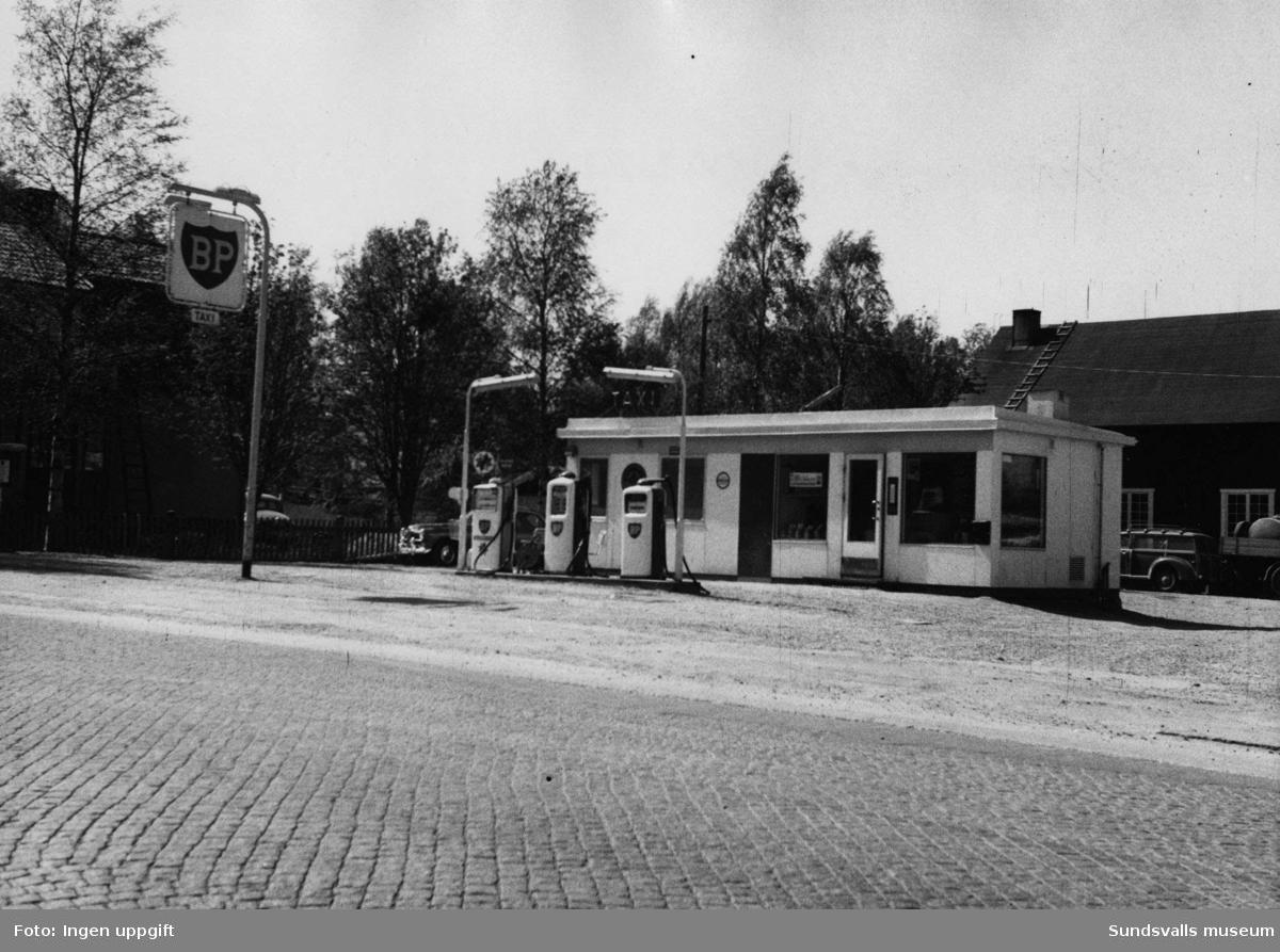 BP-stationen Sundåsen, Domsjö, Örnsköldsvik. Köpman: Uno Strandman, Gunnar Frida.