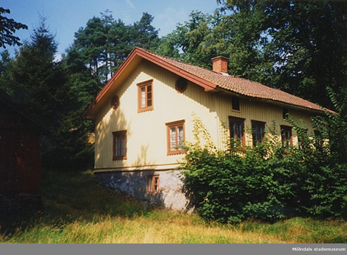 Ett bostadshus.Åby Nordgård/Klockarelyckan 2:3, Rundbergsgatan, Broslätt 1990-07-30.