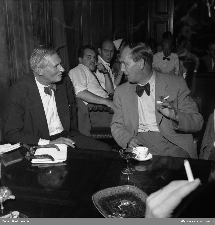 Reportage från Papyrus pressvisning i Mölndal, 29/8 1955. Mannen till vänster är Marcus Wallenberg Jr.