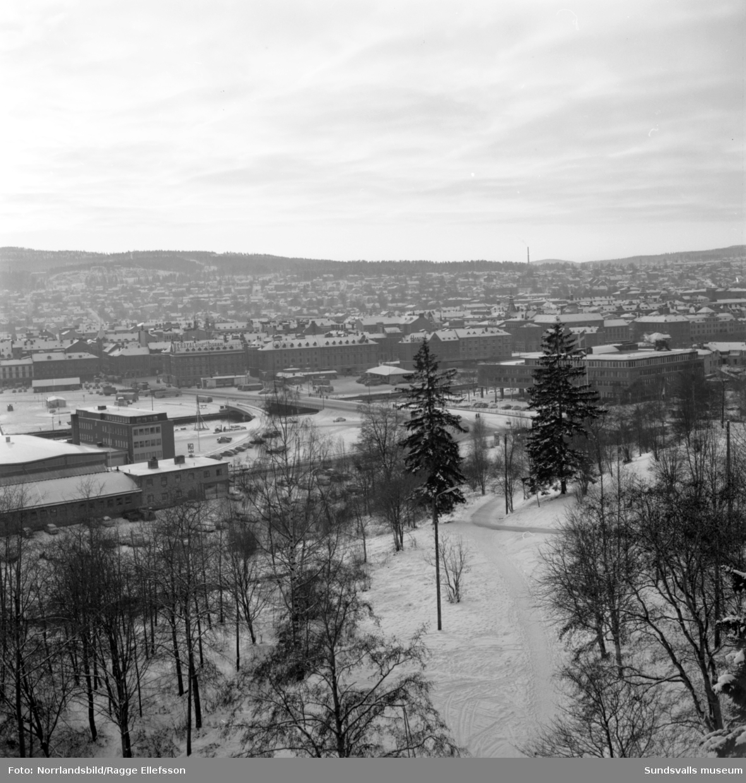 Broarna och infarten från norr fotograferat från Busbacken.