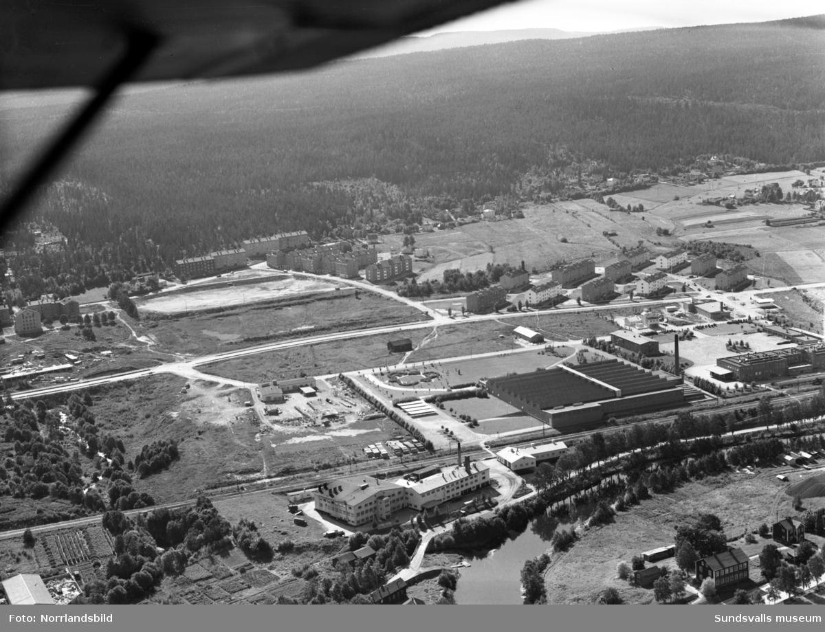 Flygfoton över Nacksta industriområde med Televerkstaden (Teli), SMC mjölkcentralen, slakteriet, Vinkeltået.