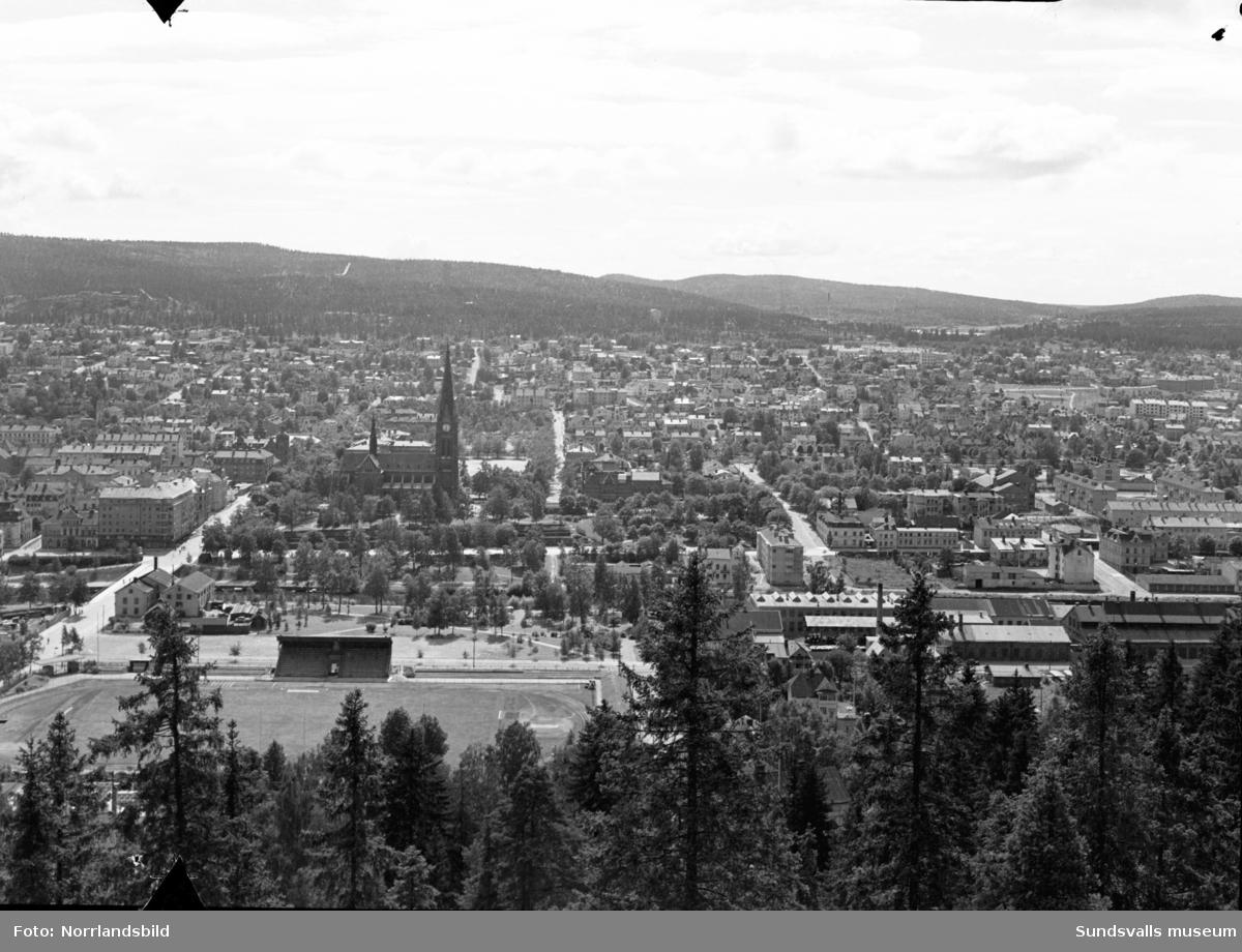 Utsikt över staden från Norra berget. Norrmalm, stenstaden, GA-kyrkan, Idrottsparken.