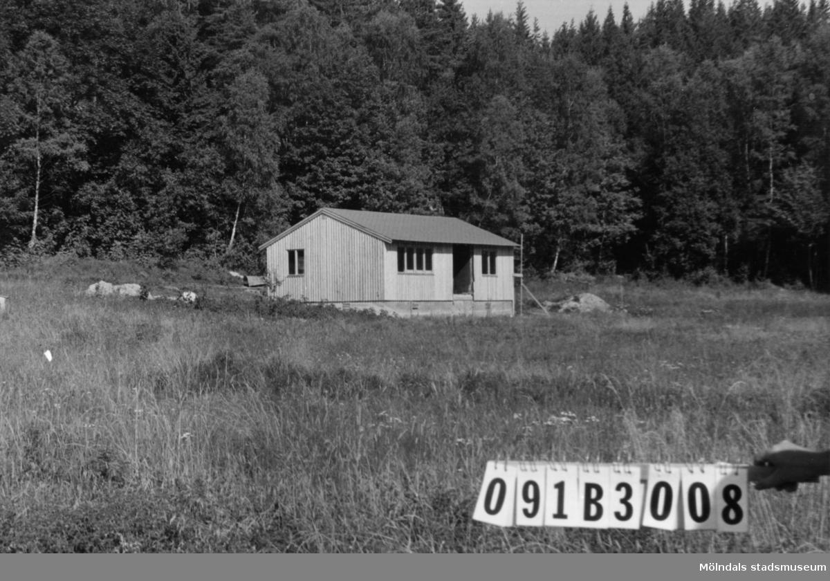 Byggnadsinventering i Lindome 1968. Dvärred (6:1). Hus nr: 091B3008. Benämning: permanent bostad. Kvalitet: mycket god. Material: trä. Tillfartsväg: framkomlig.