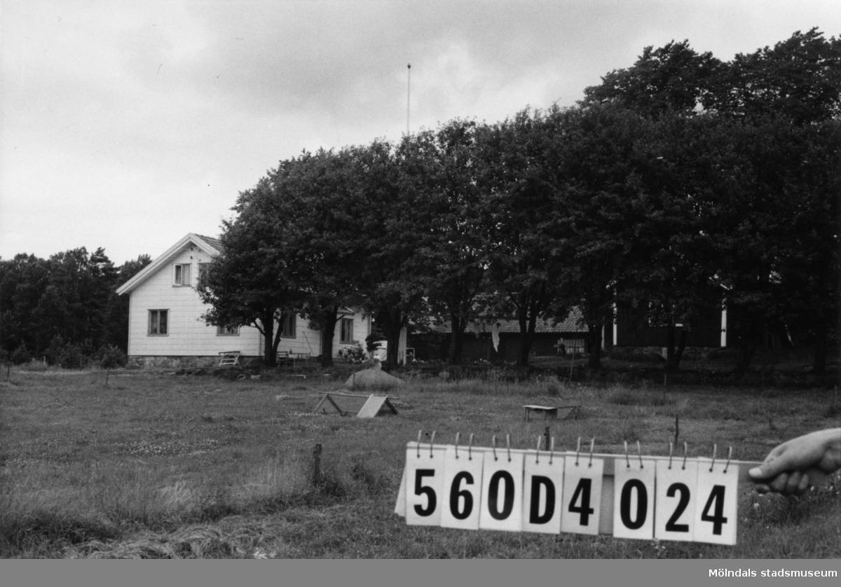 Byggnadsinventering i Lindome 1968. Fagered 2:36. Hus nr: 560D4024. Benämning: två permanenta bostäder, ladugård och redskapsbod. Kvalitet, bostadshus: det ena god, det andra mindre god. Kvalitet, övriga: mindre god. Material, bostadshus: det ena trä, det andra eternit. Material, övriga: trä. Tillfartsväg: framkomlig.