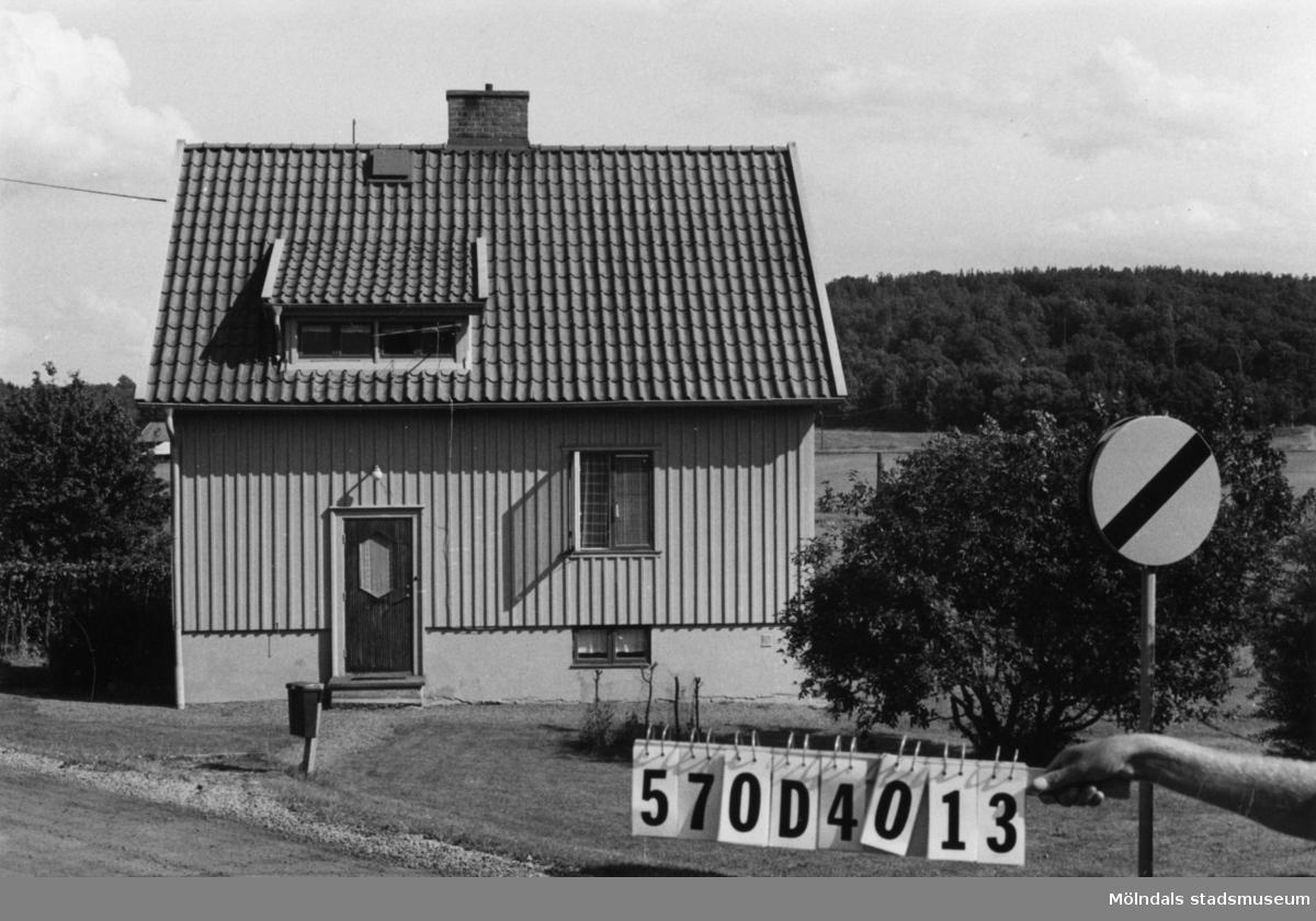 Byggnadsinventering i Lindome 1968. Annestorp 5:42. Hus nr: 570D3017. Benämning: permanent bostad. Kvalitet: mycket god. Material: trä. Tillfartsväg: framkomlig. Renhållning: soptömning.