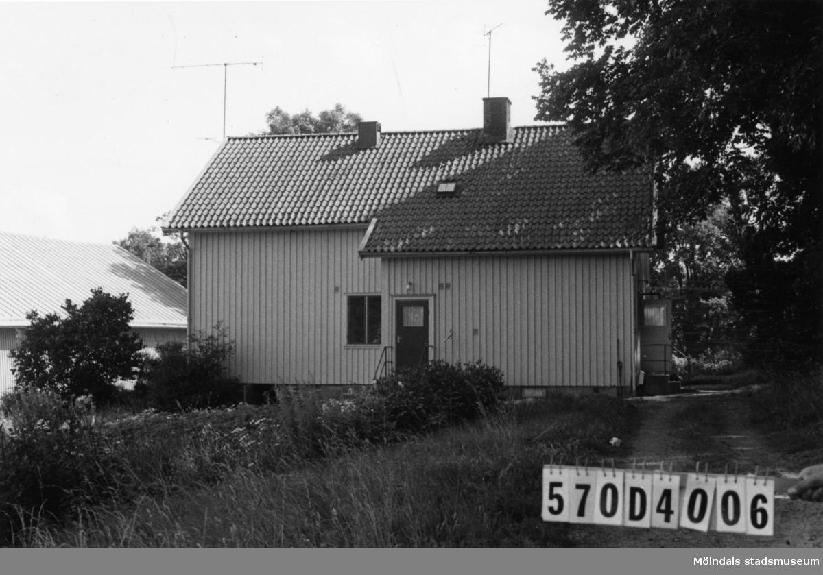 Byggnadsinventering i Lindome 1968. Annestorp 3:2. Hus nr: 570D4006. Benämning: permanent bostad. Kvalitet: god. Material: trä. Tillfartsväg: framkomlig. Renhållning: soptömning.