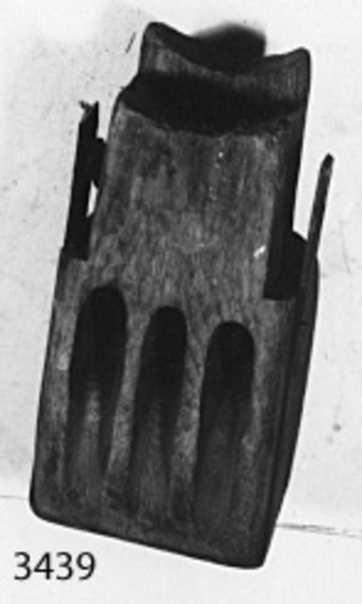 Dotkopp, av trä, med beslag av järn, 3-skivig