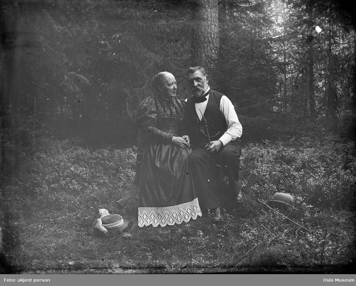 dobbeltportrett, mann, kvinne, skogsinteriør