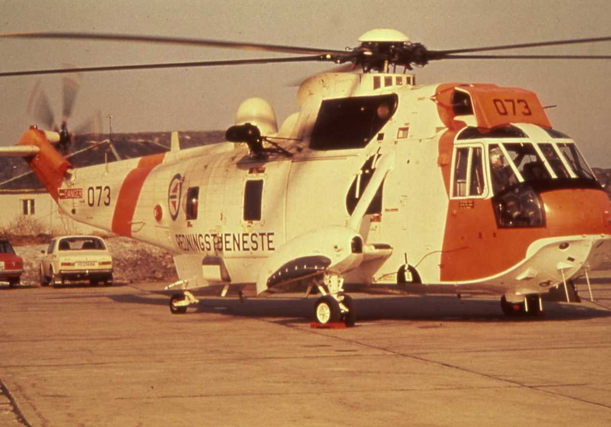 Norsk helikopter av typen Sea King med nr. 073.