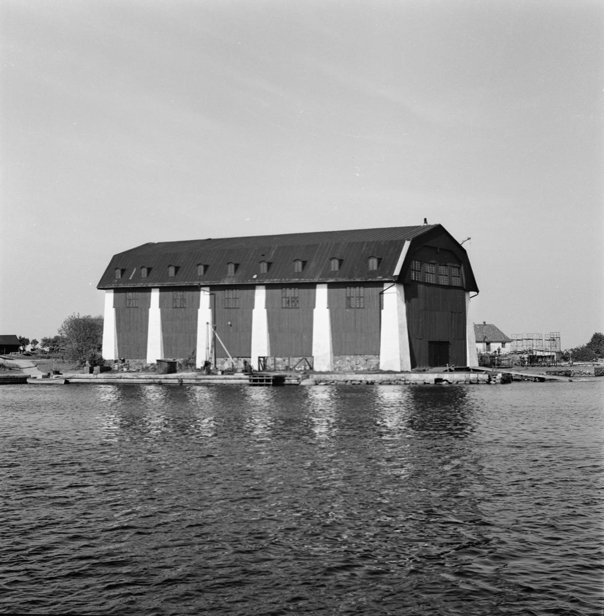 Övrigt: Fotodatum:31/5 1963 Byggnader och Kranar.Wasaskjulet ext. fr. öster. Närmast identisk bild: V24205, ej skannad